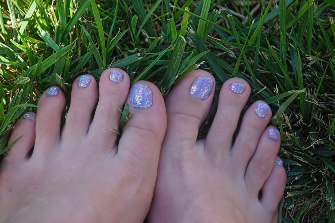Summer Nails using Poly Flake Super Fine Glitter