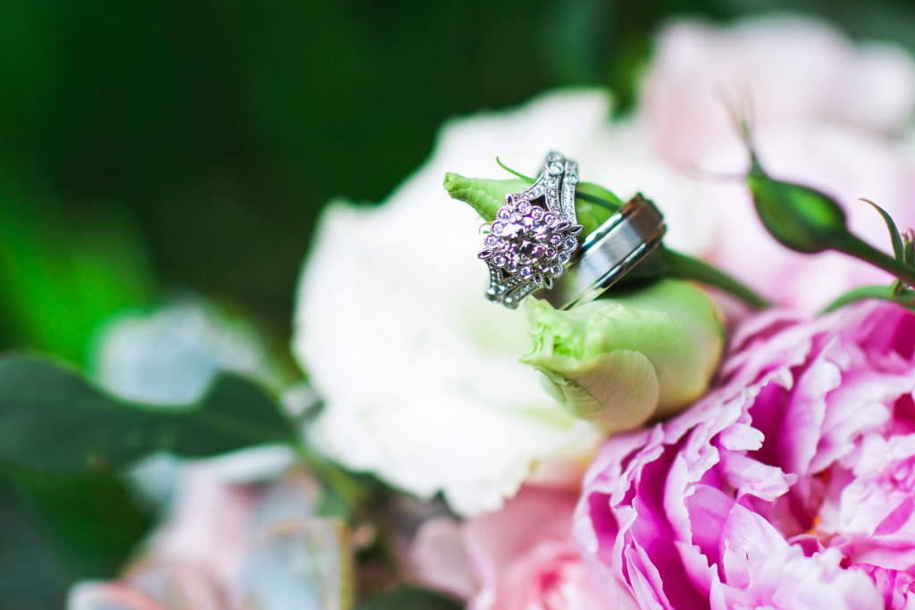 Wedding rings on flower photo idea